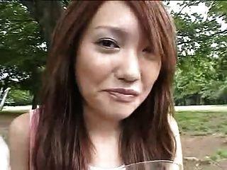 japanisches Mädchen cum auf Nahrung zu essen