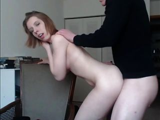 foxyjenny89 fucks auf dem Bürostuhl