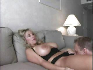 Sperma auf Titten.