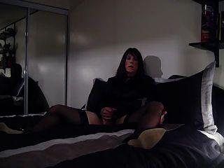 erste vid auf dem Bett