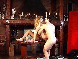 zwei Vampire genießen hot girl