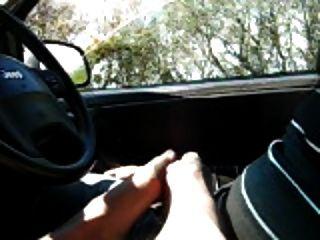 footjob im Auto