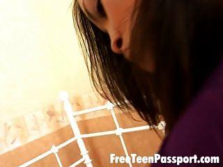 Brünette Teenager abigail Saugen Hahn und gefickt