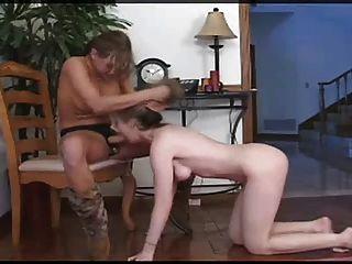 petite Cutie Lesben Strapon anal bestrafen