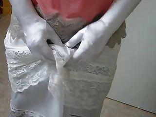 Ich strippe in latex slip 2
