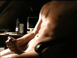 Anschauen von Porno und Cumming hart