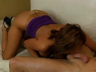 Bigtit latina Puma melkt einen Penis