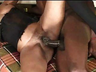 schwarz reifen in erster Porno Szene