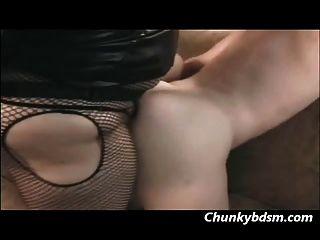 betty Wut fickt ihre männlichen Unter in den Arsch