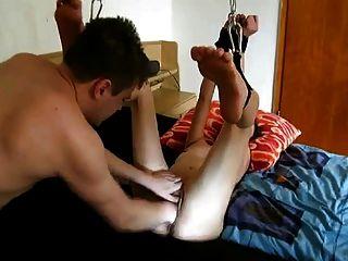 junge Schlampe gefistet in Knechtschaft