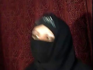 arabisches Hijab Mädchen zeigt sich auf cam