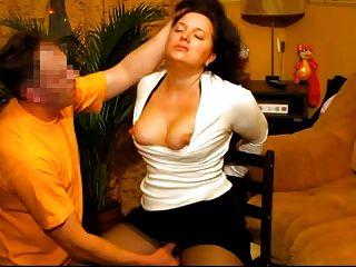 hot unterwürfige Frau wird von ihrem russischen Ehemann gefickt Gesicht