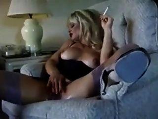 hot blonde Puma Rauchen und diddling