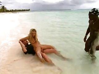 putita con dp en la playa 1 von turyboy