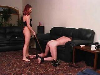 eine Dame und ihr Sklave