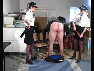 Polizei Frauen bestrafen