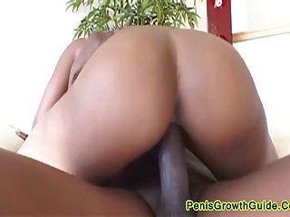 big boobs Baby Kuchen bekommen durch einen großen Schwanz geschraubt