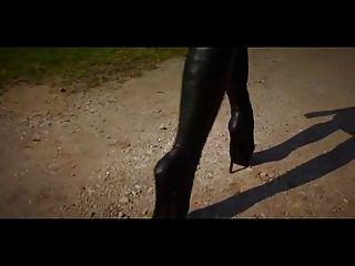 schöne Ballett-Schuhe mit Schnürsenkeln