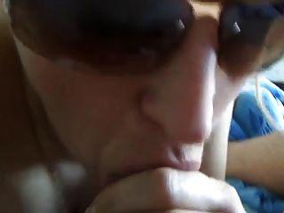 Russische Mutter cum schlucken