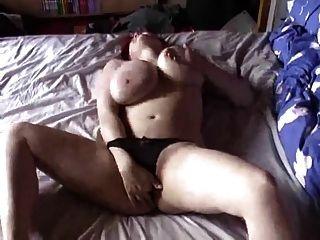 bbw mit großen Titten und masturbiert