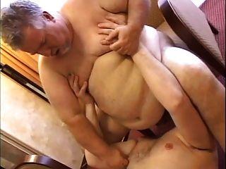 Döbel fickt seine Fett Papa