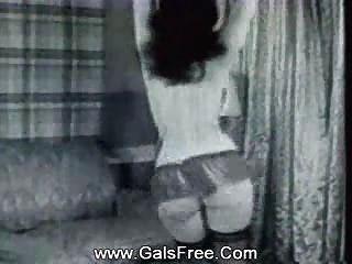 klassische Porno sexy Babe in Strümpfen tanzen