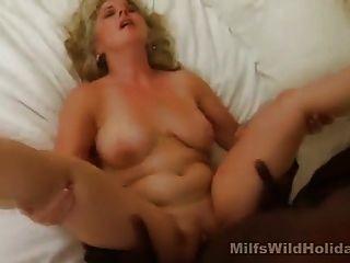 hot MILF Stacey einen schwarzen Stud fickt