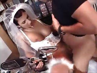 junge Frau saugt und fickt mit dem Fotografen