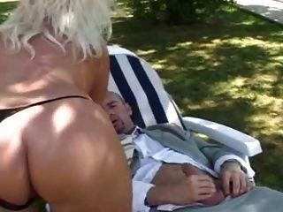 Französisch blonde MILF mit großen Titten Fick im Garten