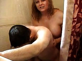 hot Transvestiten ficken Kerl in der Dusche