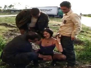 sophie in Strumpfhosen durch Lkw-Fahrer gefickt