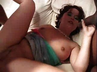 auf einem Acme Porno Sofa gefickt