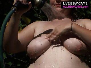 Pussy bbw mit einem Schlauch fetten Bauch spielen mollig
