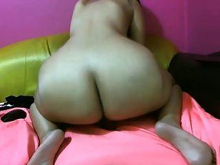 Mädchen mit großen Esel reitet deinen Schwanz auf Webcam