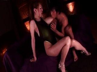 Hitomi Tanaka Brust-Massage. japanisch große Titten Sex Clips