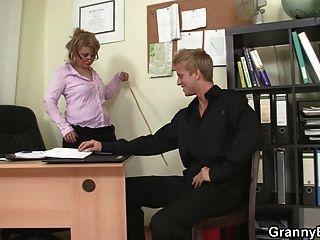 hot Büro Sex mit reifen Hündin