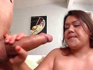 sehr hübsch bbw isst und wird vor dem Sex gegessen