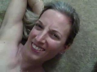 super heiße Frau bekommt große Last von Sperma in den Mund!