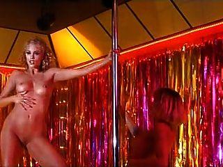 Elizabeth Berkley Showgirls gelöschte Szene (nackt)