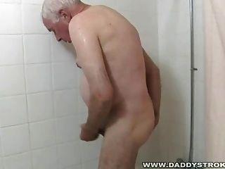 Dusche und ein Ruck weg für Opa