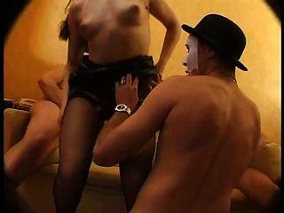 hot girl n109 französisch Brünette in gangbang anal dp