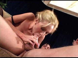 Kinky Babe anal in Oberschenkel hohe Strümpfe und Stiefel