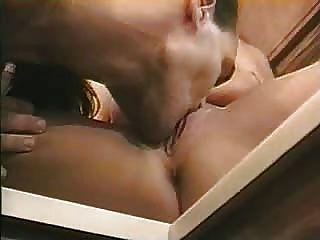 heißes Paar ihre Sex in der Küche genießen