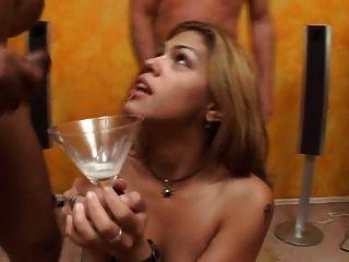 Kirsche stieg viel Sperma trinken