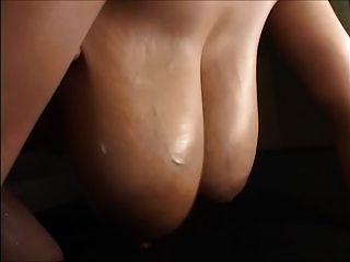 große asiatische Titten gemolken
