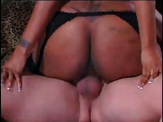 sexy schwarze Zofe lil ass fickt Craig Moore