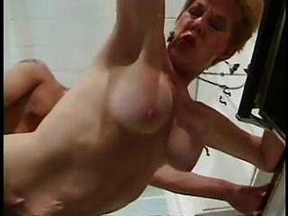 rot bushed Oma braucht dein Sperma!