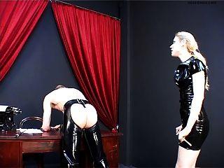 Deutsch Herrin demütigt Sklave.