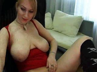 Webcam Mädchen mit großen natürlichen Titten