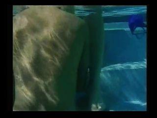 Randi Sturm - heiß unter Wasser Sex in einem Pool